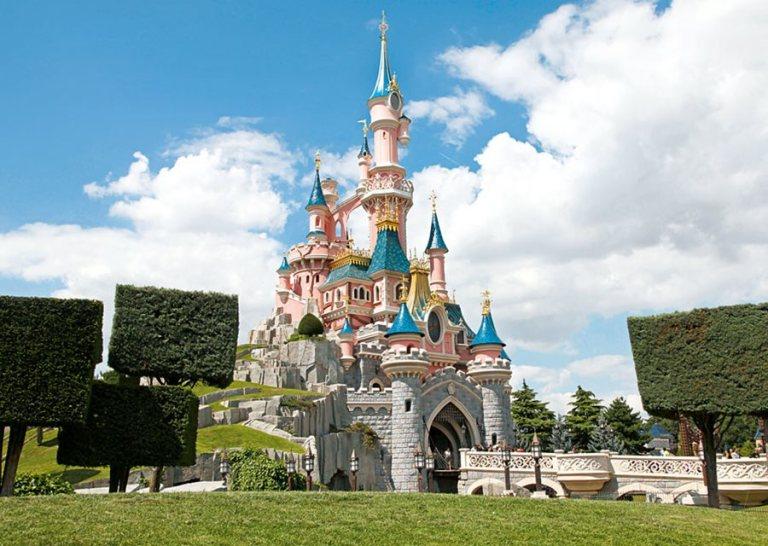 08b0137c-fc93-467d-88b0-6ad37f22d6e8.Disneyland_Paris_sleeping_beauty_castle