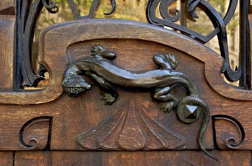 lizard-door-handle-on-paris-building-art-nouveau-architecture1
