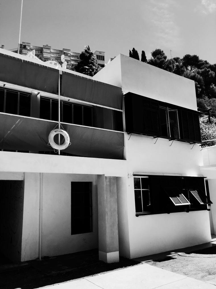 Black & White 100%