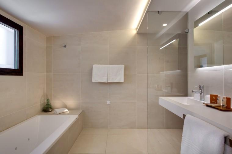 Salle-de-bains-de-la-petite-Maison-1970px-1920x1274