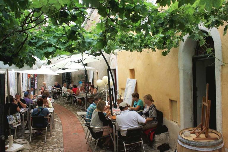 t_la-taverne-eze-restaurant 3