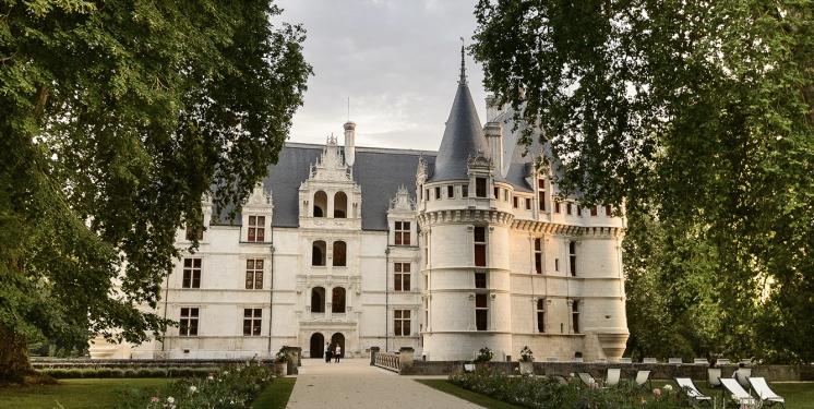 2._chateau_dazay-le-rideau_-_facade_sur_cour_leonard_de_serres_-_cmnresize
