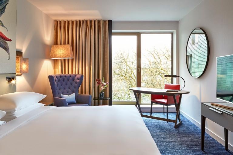 Hyatt-Regency-Amsterdam-Standard-Room-View-Open
