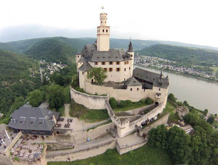 Marksburg-Castle-passage for two
